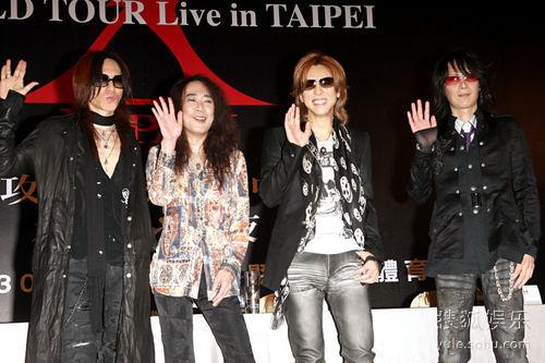 """摇滚天团""""X-JAPAN""""成员在今天抵台为周六的演唱会暖身"""
