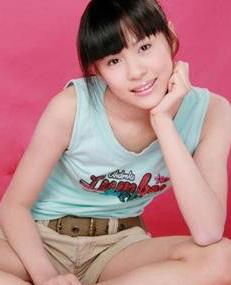 15岁女中学生折桂 世界超模 做题备战中考