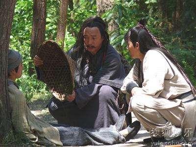 李易祥饰刘邦(中)救助同伴