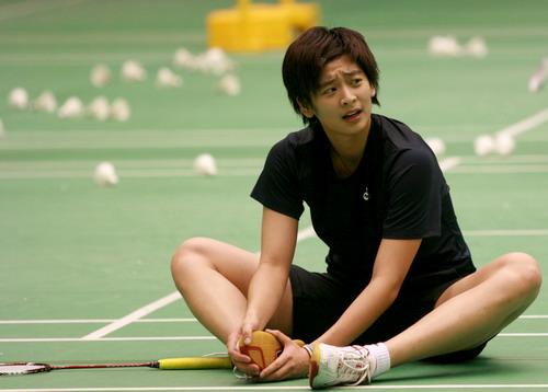 图文:国羽备战羽毛球世锦赛 王琳坐在地上