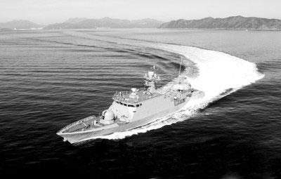 """韩国军方2日上午向朝鲜半岛西侧西海(黄海)两国有争议海域附近地区派遣""""尹永夏""""号反舰导弹舰"""