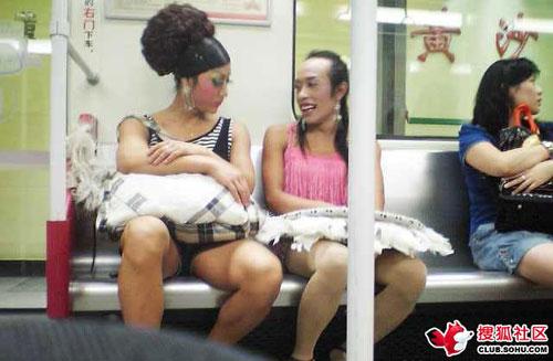 搜狐视频_网上传广州地铁行为艺术视频 女子穿内衣刮腿毛-搜狐