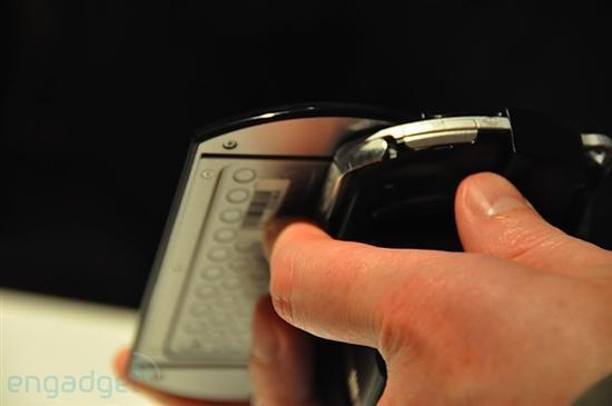 索尼正式宣布首款滑盖掌机PSP Go 真机赏