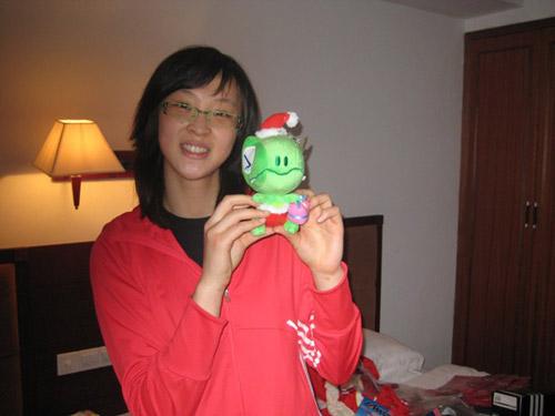 惠若琪展示可爱玩偶