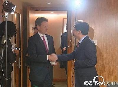中央电视台记者水均益专访美国财政部长蒂莫西•盖特纳