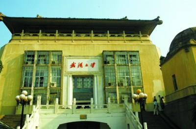 □事发地武汉大学行政楼 新华社现场图片