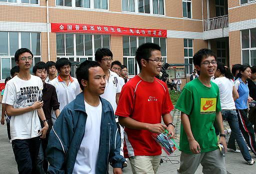 6月7日走进汶川县的1082名高中来自设在成都龙泉驿区的考点知识点甲烷考生图片