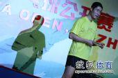 图文:中国乒乓球公开赛友谊赛 王励勤亮相