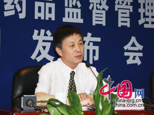 药品注册司生物制品处的尹红章回答记者的问题