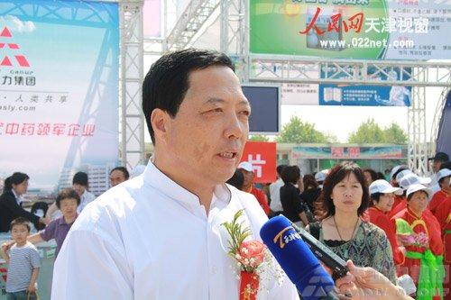 董事长闫希军介绍媒体采访