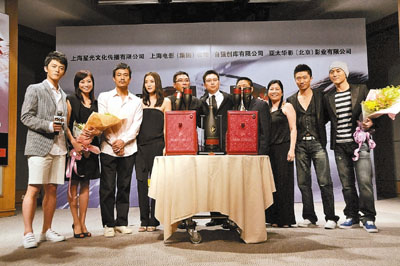 导演关锦鹏携演员小宋佳、廖凡及四位新人共同出席。