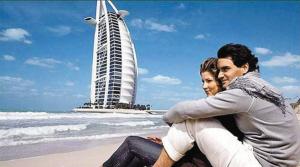 两人在迪拜秀恩爱。
