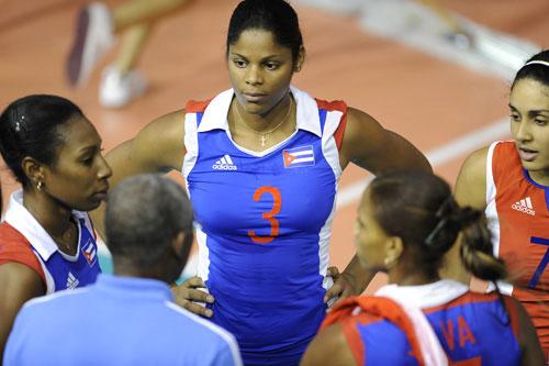 图文:古巴女排3-0轻取日本 卡里罗性感丰胸