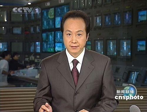 6月5日清晨,中国中央电视台《新闻联播》主持人罗京因淋巴癌在北京逝世,终年48岁。图为两年前罗京播报《新闻联播》时的电视截图。