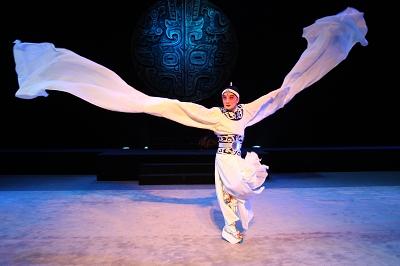 实验京剧《王者俄狄》中,甩动3米长的水袖成为表演的绝技。