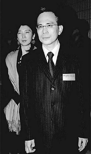 李泽钜行事低调,他的妻子也很少在公众前露面