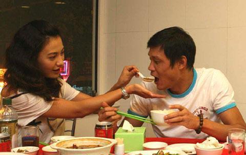 这位帮范志毅喂饭的是国内著名演员杨雪