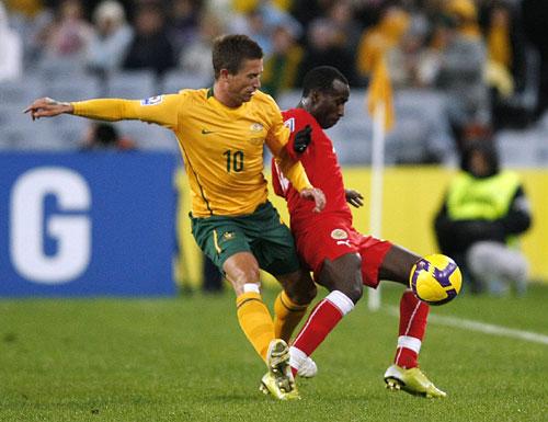 图文:[十强赛]澳洲2-0巴林 科威尔边线阻击