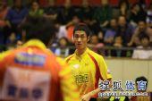 图文:王励勤发威上海3-1锦州 王励勤有点不解
