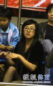 图文:乒超赛场美女争奇斗艳 眼镜美女黑色丝袜