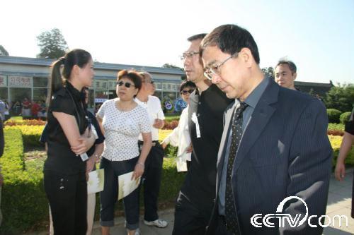 中央电视台台长焦利到达罗京追悼会现场-2