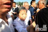 罗京追悼会在八宝山举行 群众悼念