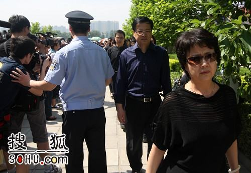 罗京追悼会 北京电视台同行前来悼念-1