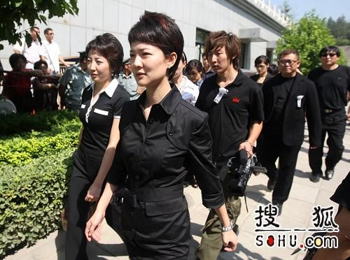 罗京追悼会 北京电视台同行前来悼念-6