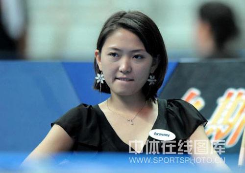 图文:世界九球中国公开赛首轮 张舒涵心不在焉