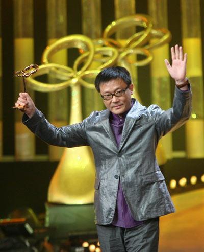 姜伟凭《潜伏》获得最佳编剧奖