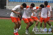图文:[中超]鲁能备战杭州 素质训练