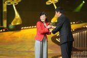 图:上海电视节白玉兰颁奖-《潜伏》剧组获奖1