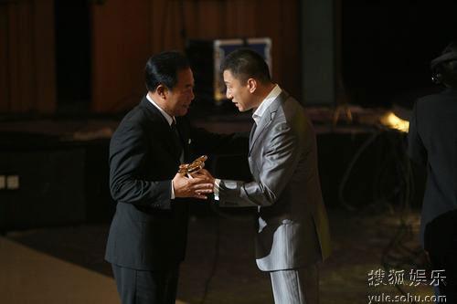 图:上海电视节白玉兰颁奖- 孙红雷和冯恩鹤