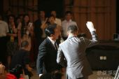 图:上海电视节白玉兰颁奖- 孙红雷十分激动