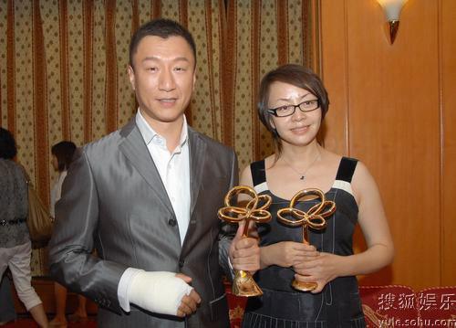 图:上海电视节白玉兰颁奖- 孙红雷宋丹丹合影