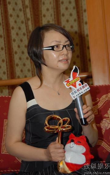 图:上海电视节白玉兰颁奖- 宋丹丹接受采访