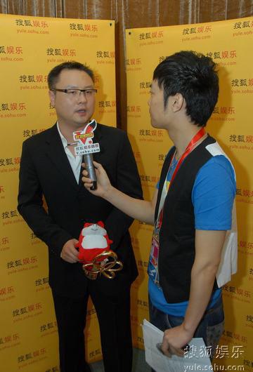 图:上海电视节白玉兰颁奖- 最佳导演滕华�|