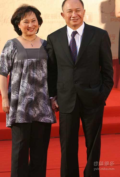 图:吴宇森和妻子亮相红毯大秀恩爱
