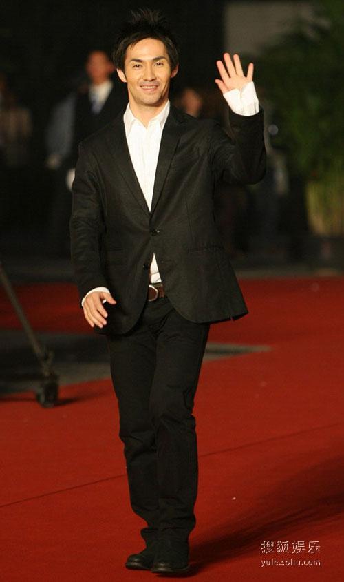 图:第12届上海电影节 明星亮相红毯