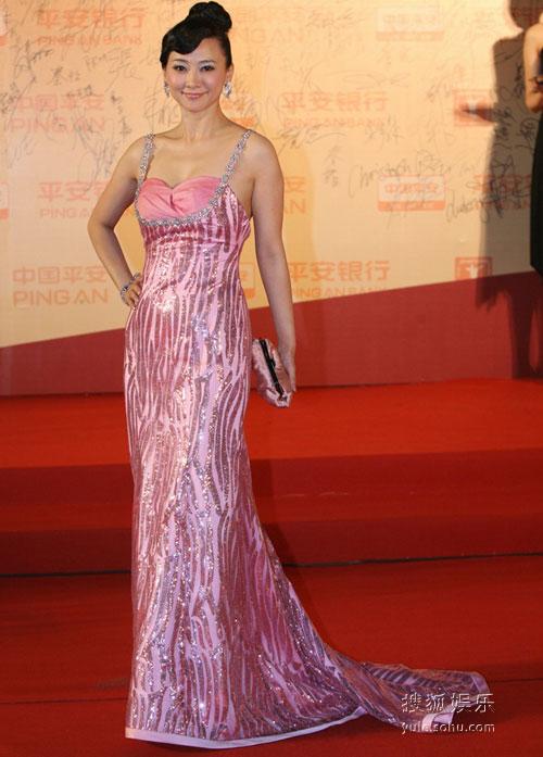 图:第12届上海电影节 翁虹红毯秀性感
