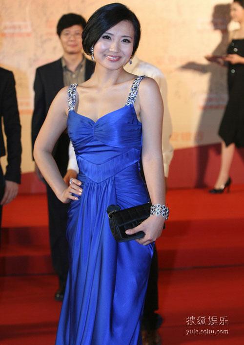 图:第12届上海电影节 陈红蓝色礼服显高贵