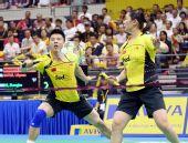 图文:新加坡羽毛球公开赛 谢中博/张亚雯比赛中