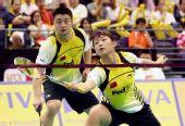 图文:新加坡羽毛球公开赛 郑波/马晋在比赛中