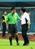 图文:[中超]广州2-1上海 希望广药教练组冷静