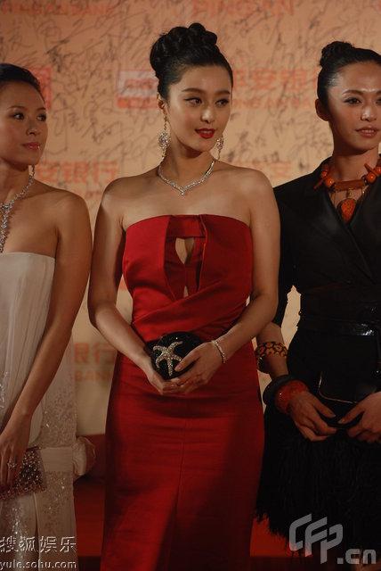 图:第12届上海电影节 范冰冰亮相红毯