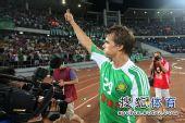 图文:[中超]国安1-0天津 格里菲斯感谢球迷