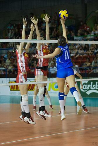 中国双人拦对手吊球