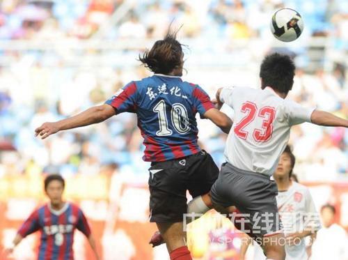 图文:[中甲]沈阳3-1宏登 莱昂争顶