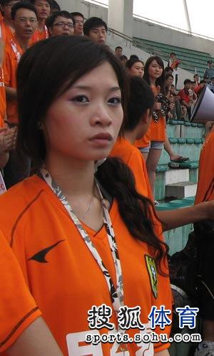 图文:[中甲]广东3-1南昌 美女助阵