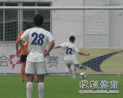 图文:[中甲]广东3-1南昌 陈志钊点球命中